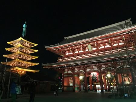夜の浅草寺と五重塔