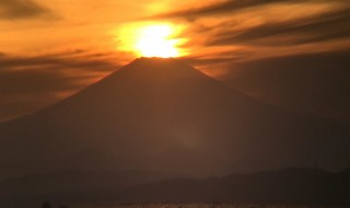 江の島・稚児ヶ淵のダイヤモンド富士