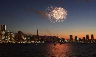 船から横浜開港祭花火