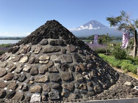 河口湖ハーブフェスティバル 富士山とミニ富士山