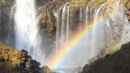 紅葉の華厳の滝と虹