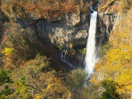 紅葉の華厳の滝