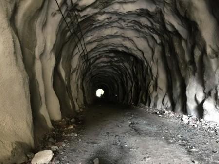 ユーシン渓谷 石崩隧道の中
