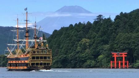 芦ノ湖と富士山と海賊船