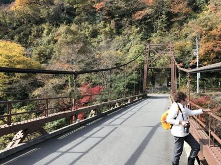 箱根早川橋梁(出山の鉄橋)の紅葉の撮影スポット