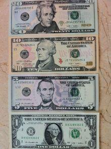 新品の米ドル紙幣