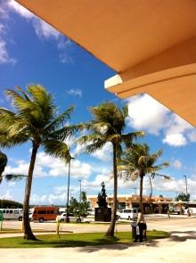 グアム空港から出たところ